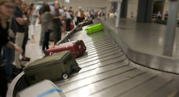 airport-luggage-transport-2