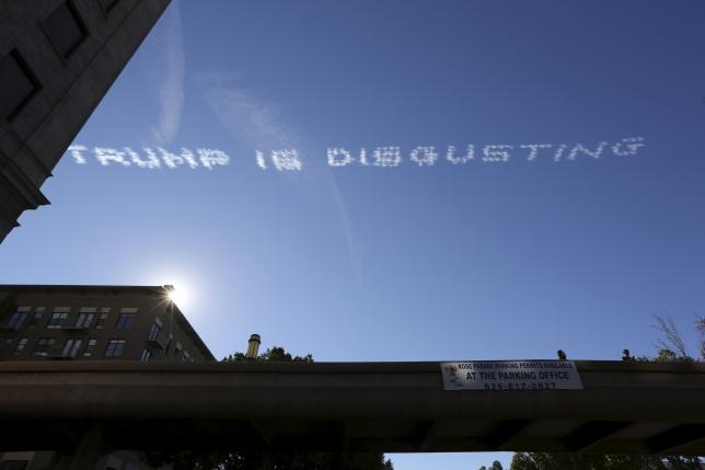 Skywriting over the 127th Rose Parade makes a reference to U.S. Republican presidential candidate Donald Trump, in Pasadena, California January 1, 2016.  REUTERS/David McNew
