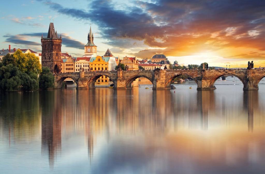 Romantic-Prague-_-Charles-Bridge-3