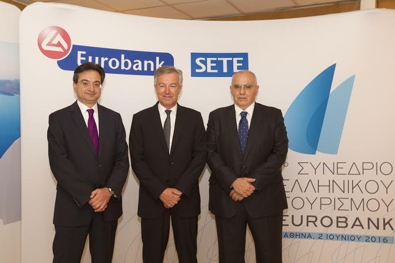 (από αριστερά προς τα δεξιά) οι κκ. Φωκίων Καραβίας, Διευθύνων Σύμβουλος Eurobank, Ανδρέας Ανδρεάδης , Πρόεδρος του ΣΕΤΕ και Νικόλαος Καραμούζης, πρόεδρος του Διοικητικού Συμβουλίου της Eurobank