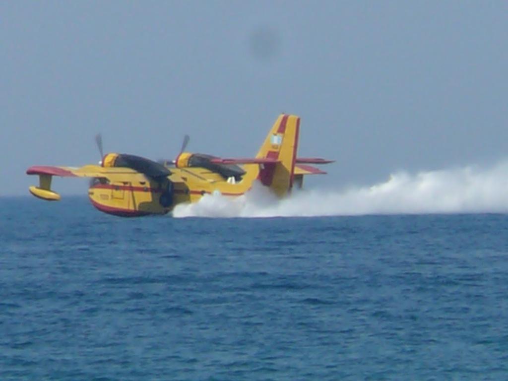 Αποτέλεσμα εικόνας για αεροπλανο πυροσβεστικο
