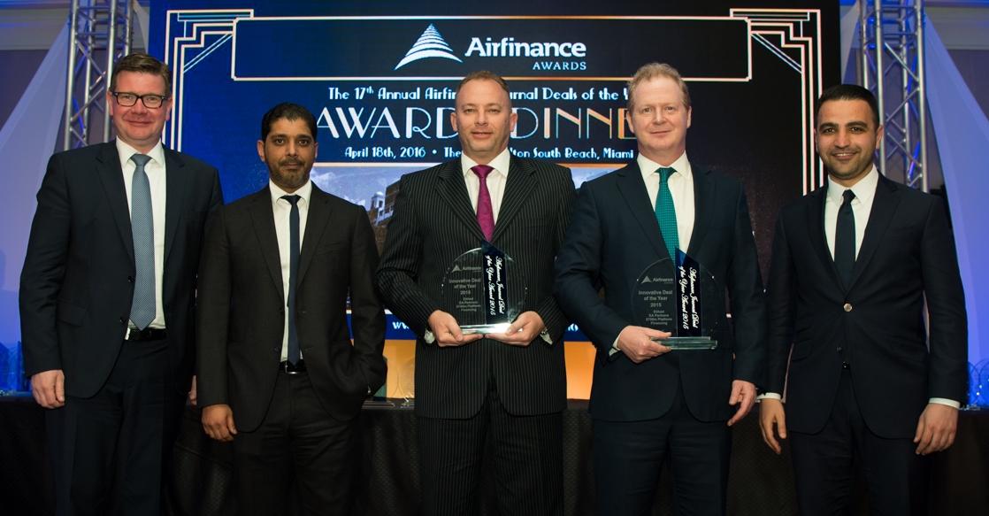 Η οικονομική ομάδα της Etihad Airways απεικονίζεται μετά την ορόσημη οικονομική συναλλαγή των $700 εκατομμυρίων για την Etihad Airways Partner,s η οποία βραβεύτηκε ως η Καινοτόμα Συμφωνία της Χρονιάς από την Airfrance Journal στο Μαϊάμι. Από αριστερά: Ulf Huttmeyer, Οικονομικός Αντιπρόεδρος, Bassam Al Mossa, Αντιπρόεδρος Corporate Investments and Subsidiaries, Ricky Thirio,n Group Treasurer, James Rigney, Οικονομικός Διευθυντής και Nader Al Salim, Executive Director της Goldman Sachs.