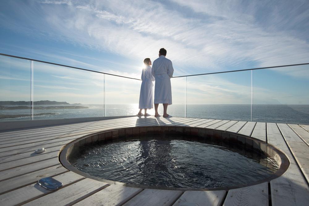 luxury-hotels-canada-newfoundland-fogo-island-inn-hot-tub_lg