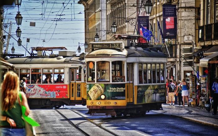 6988024-streets-of-lisbon