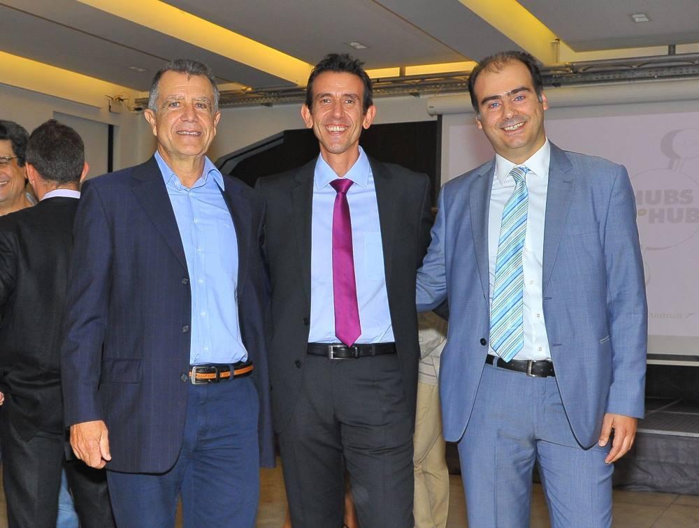 Από αριστερά: Τα στέλεχη του Ομίλου Lufthansa: O κ. Ιωάννης Ζωγραφάκης, Περιφερειακός Διευθυντής για την Ελλάδα, την Τουρκία και την Κύπρο, ο κ. Κωνσταντίνος Τζεβελέκος, Γενικός Διευθυντής Πωλήσεων για την Ελλάδα και την Κύπρο και ο κ. Βάιος Ρίζος, Key Account Manager Ελλάδας στην παρουσίαση των HUBS του Ομίλου Lufthansa.